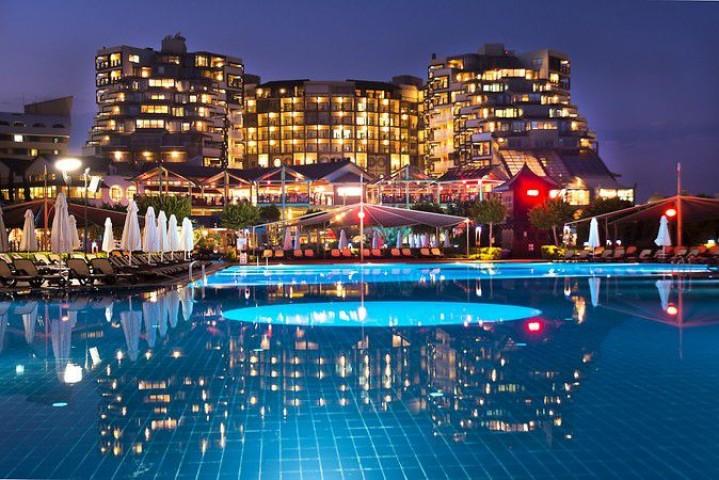 Limak Lara De Luxe Hotel…